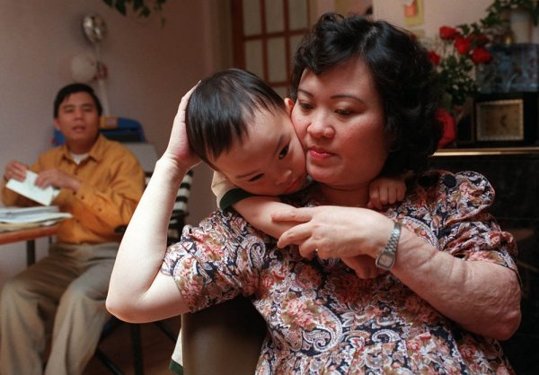 Девочка со знаменитой фотографии Вьетнамской войны начала лечение в США.
