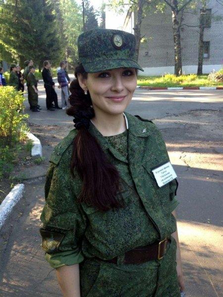 Русские пьяные девушки занимаются сексом под водкой