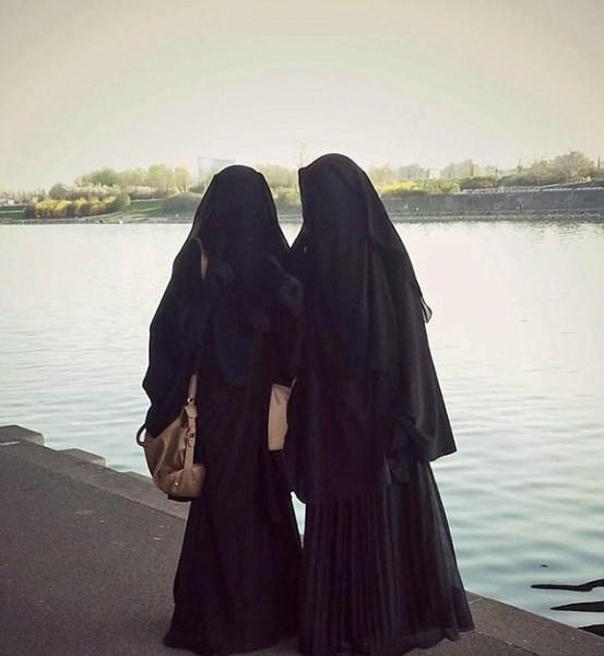 Печальная история 2 австрийских девушек, которые в подростковом возрасте поехали воевать на стороне ИГИЛ