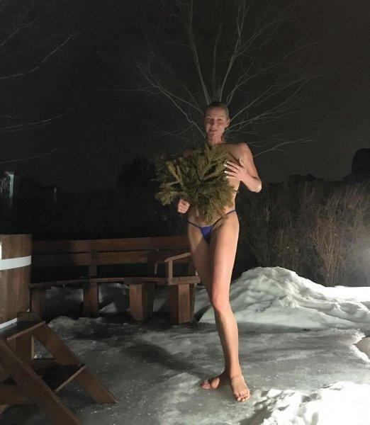 40-летняя балерина шокирует фотографиями из бани
