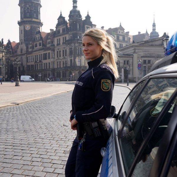 Эту девушку-полицейскую поклонники завалили признаниями в любви