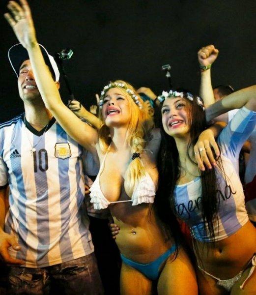 Красивейшие фанатки, глядя на которых забываешь, зачем пришел на стадион