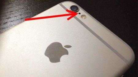 Знаете ли вы, зачем в iPhone нужно это отверстие между вспышкой и камерой?