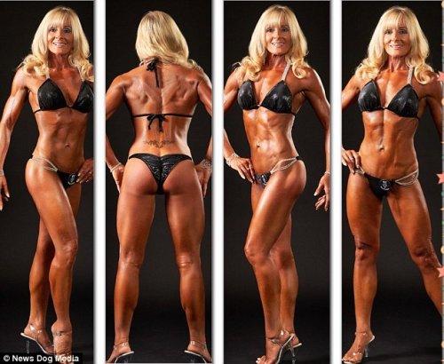 Карен Кобб, 52-летняя участница конкурсов бикини