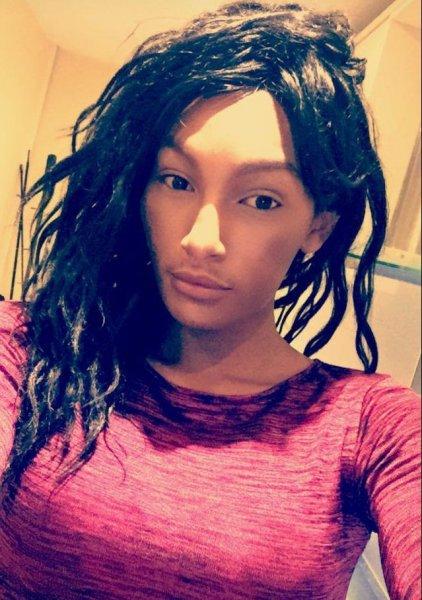 Трансвестит из эскорта переспал с тремя сотнями женатых мужчин за пять месяцев