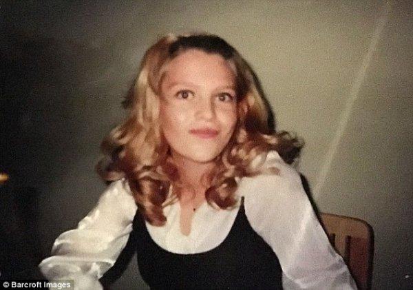 39-летняя домохозяйка копит на четвертую пластику груди, а ее детей дразнят за откровенные фото матери