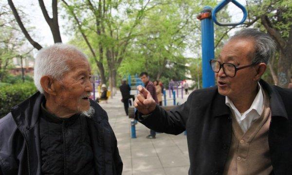 101-летний дедуля каждый день ходит заниматься на турники