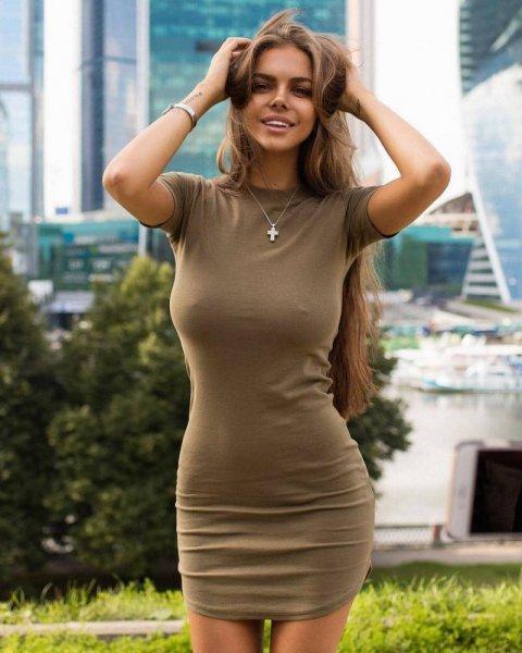 Фотофотоподборка девушек в обтягивающих платьях. Часть - 2