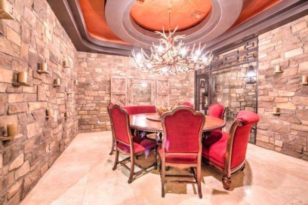 Дэн Билзерян продает свой холостяцкий особняк в Лас-Вегасе