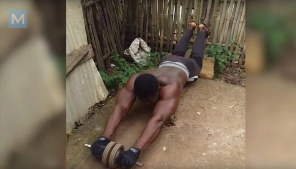 Африканские бодибилдеры, доказавшие, что вам не нужен тренажерный зал, чтобы нарастить огромные мышцы
