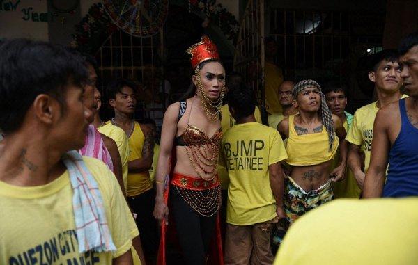 Конкурс красоты среди геев и транссексуалов в филиппинской тюрьме