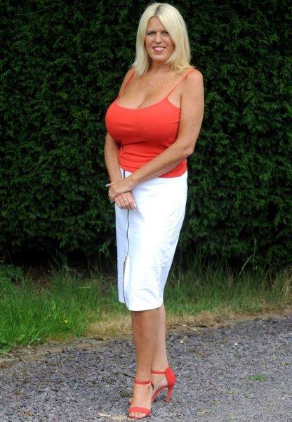 51-летняя многодетная мать после развода не может перестать увеличивать грудь