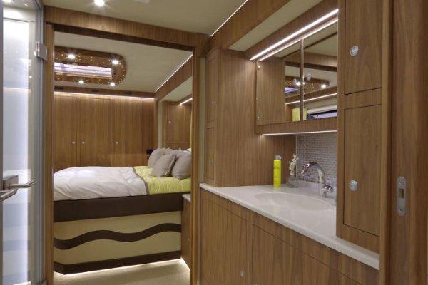 Роскошный дом на колесах стоимостью 1,7 млн долларов