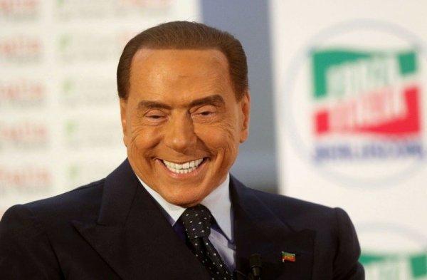 81-летний Сильвио Берлускони стал похож на восковую фигуру