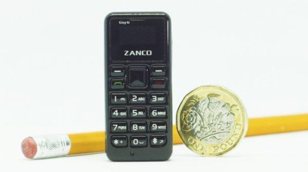 Миниатюрный мобильный телефон размером с батарейку