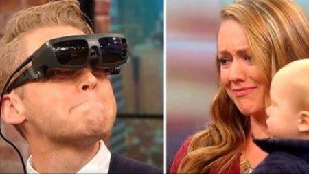 Слепой мужчина впервые увидел свою жену и сына. Он сказал только два слова, которые довели всех до слез