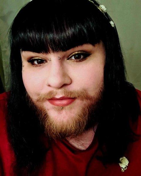 Бородатая девушка закрутила роман с бесполой моделью