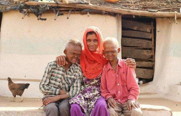 Мальчики-призраки из Индии с острыми зубами и пугающими лицами