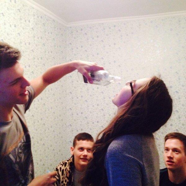 Без комплексов и мозга: фотографии с современных студенческих вечеринок
