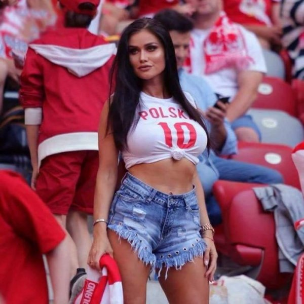 Польша отправила на чемпионат мира самых красивых болельщиц