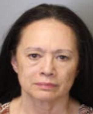 В США арестовали 62-летнюю женщину, которая перевозила своих внуков в собачьих клетках