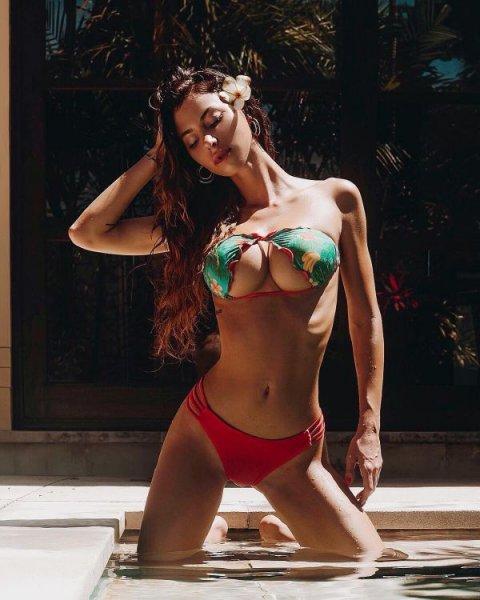 Перевернутое бикини способно визуально увеличить грудь