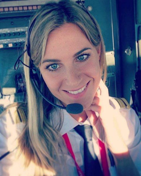 Шведка бросила заниматься парикмахерским делом, чтобы стать пилотом Боинга