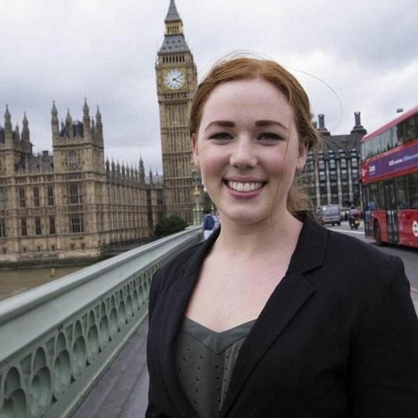 20-летняя секретарша министра Великобритании оказалась элитной проституткой