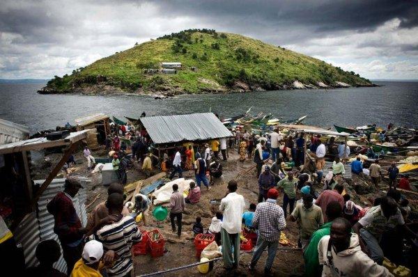 Как выглядит самый густонаселенный остров в мире