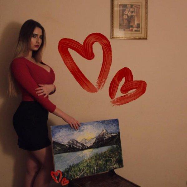 Хоть на снимках молодой художницы нет ее картин, там есть на что посмотреть