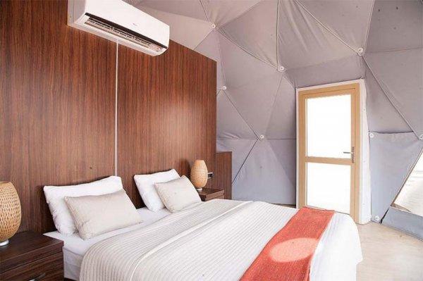 В пустыне возводят городок с шатрами-капсулами, столовой и Wi-Fi
