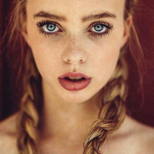 Девушки с невероятно красивыми бровями