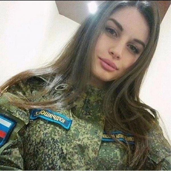 Красота - страшная сила: сногсшибательные россиянки в форме