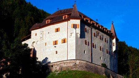 Археологи нашли в австрийском замке Ленгберг бюстгальтер и нижнее белье, которому уже 500 лет