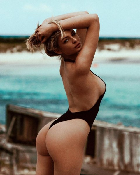 Sideboobs: грудь сбоку