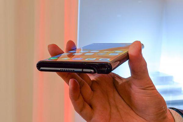Смартфон Huawei с гибким экраном за $ 2600