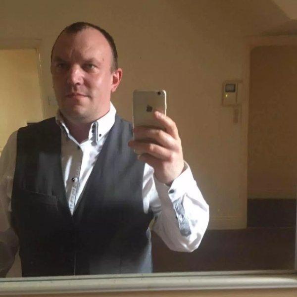 """Бухгалтер футбольного клуба """"Файлд"""" украл со счетов команды 250 тысяч фунтов, которые потратил на """"общение"""" с веб-моделью"""