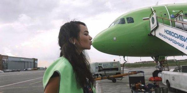 Как вы думаете, кем работает эта девушка из Новосибирска?