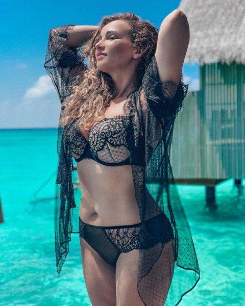 41-летняя российская теле и радиоведущая, певица и киноактриса Анфиса Чехова на фото в Instagram