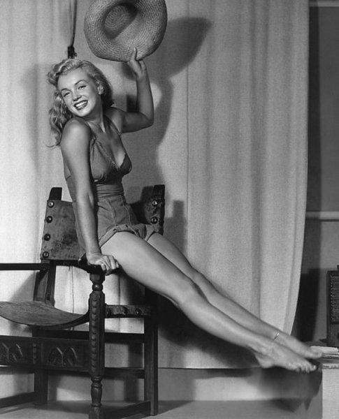 Редкие эротические фотографии Мэрилин Монро в самом начале ее карьеры