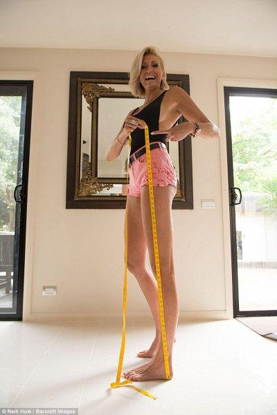 Мать двоих детей заявила, что является обладательницей самых длинных ног в мире