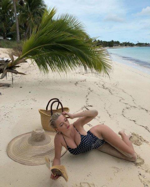 31-летняя французская модель, певица и актриса Кэролайн Врилэнд (Caroline Vreeland) на фото в Instagram