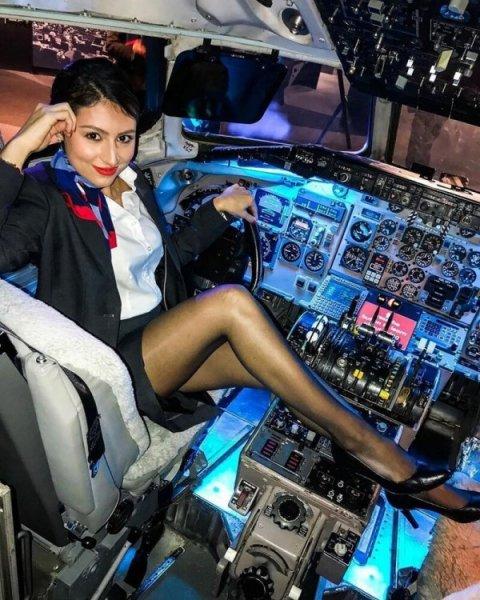 Красивые стюардессы, которые будоражат фантазию