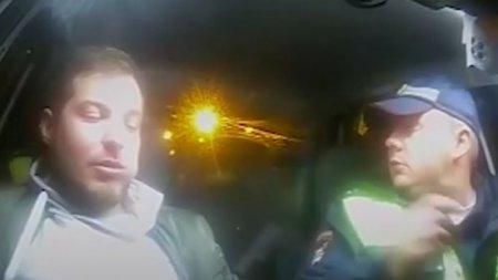 Видео: Пьяный водитель попытался съесть свое водительское удостоверение