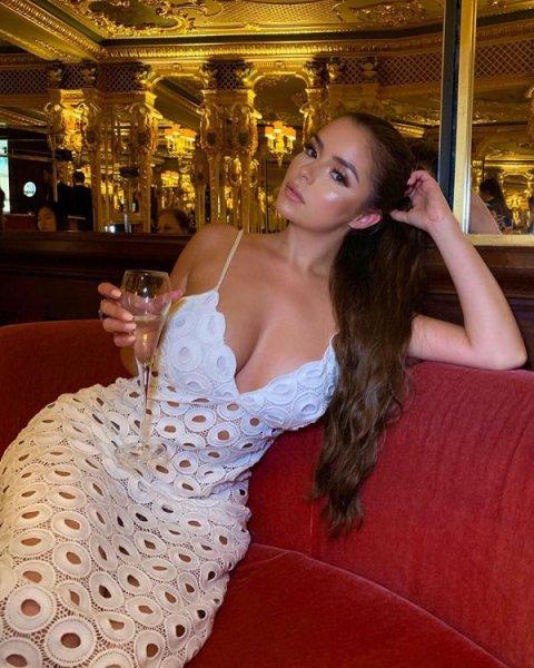 24-летняя британская модель и интернет-звезда Деми Роуз (Demi Rose) на фото в Instagram