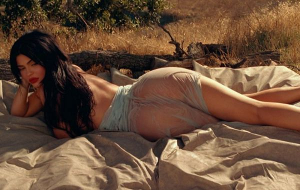 22-летняя американская модель Кайли Дженнер (Kylie Jenner) в журнале Playboy