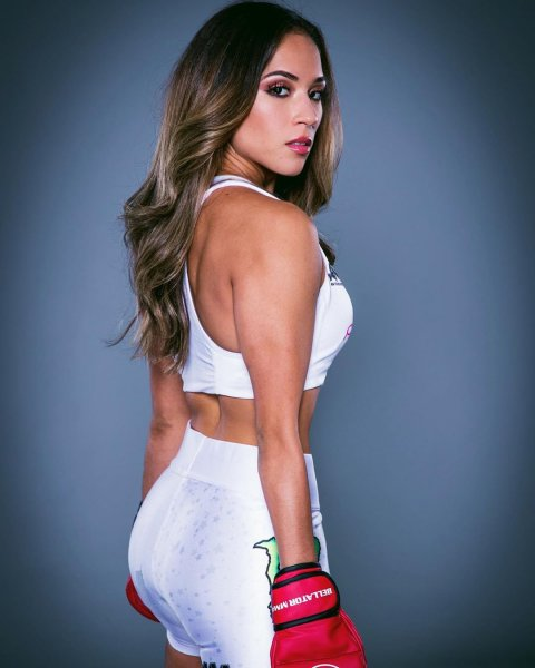 Красотка Валери Лоуреда возвращается в MMA