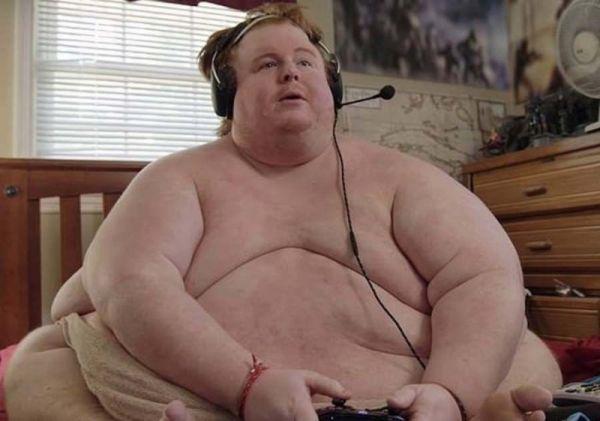 Парень с весом 320 кг рассказал о своей жизни
