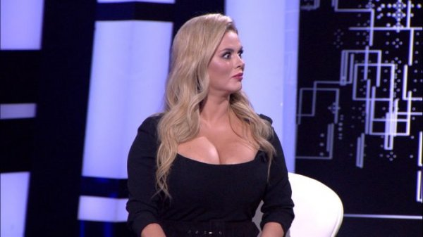 Анна Семенович раскрыла секрет своей груди