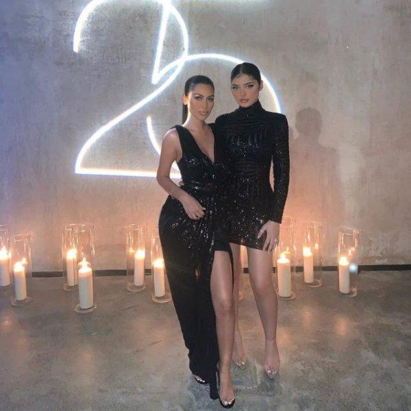 Сестер из Дубая невозможно отличить от Ким Кардашьян и Кайли Дженнер